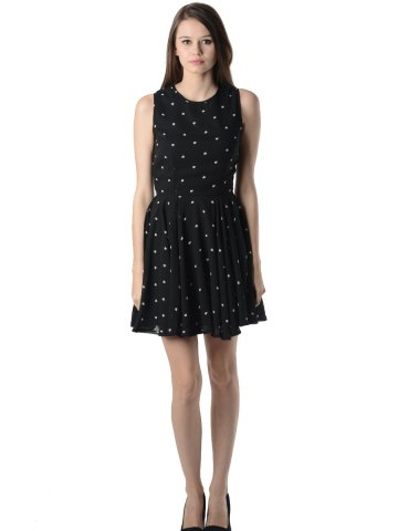 https://static5.cilory.com/112748-thickbox_default/oranje-black-dress.jpg