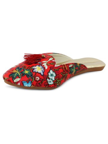 https://static9.cilory.com/374119-thickbox_default/red-embroidered-slip-ons-with-tassels.jpg