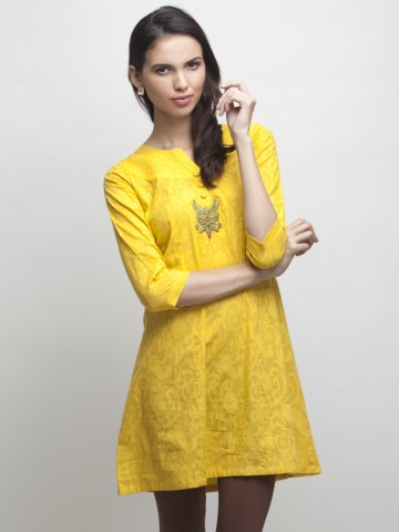 https://static5.cilory.com/86036-thickbox_default/mandarin-collar-embroidered-cotton-kurti.jpg